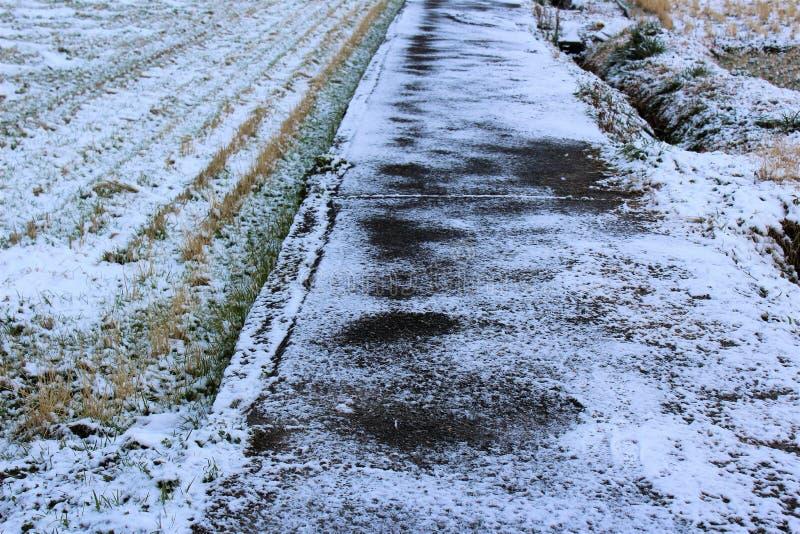 Замороженная сельская дорога в Японии стоковое фото