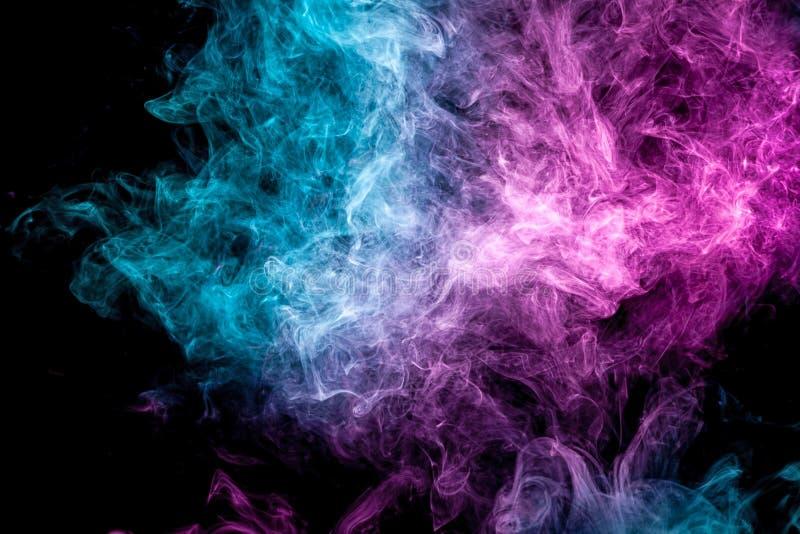 Замороженное абстрактное движение голубых дыма взрыва множественных и розовых цветов иллюстрация штока