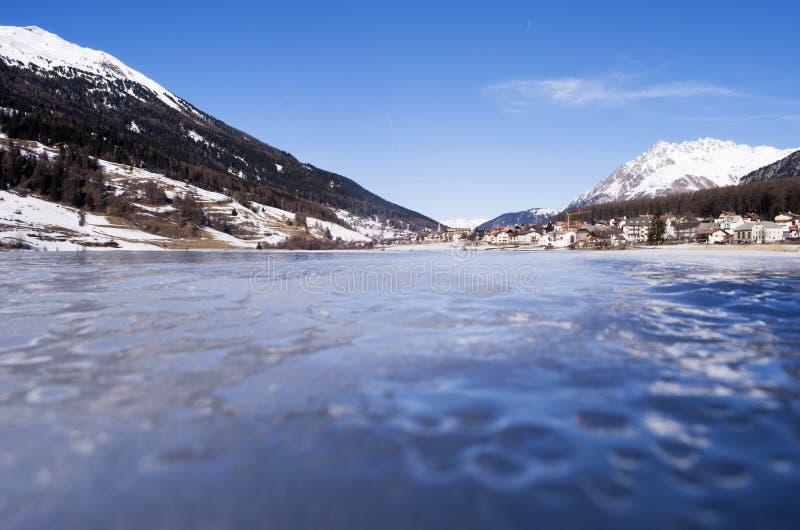 Download замороженное озеро стоковое фото. изображение насчитывающей облака - 18379436