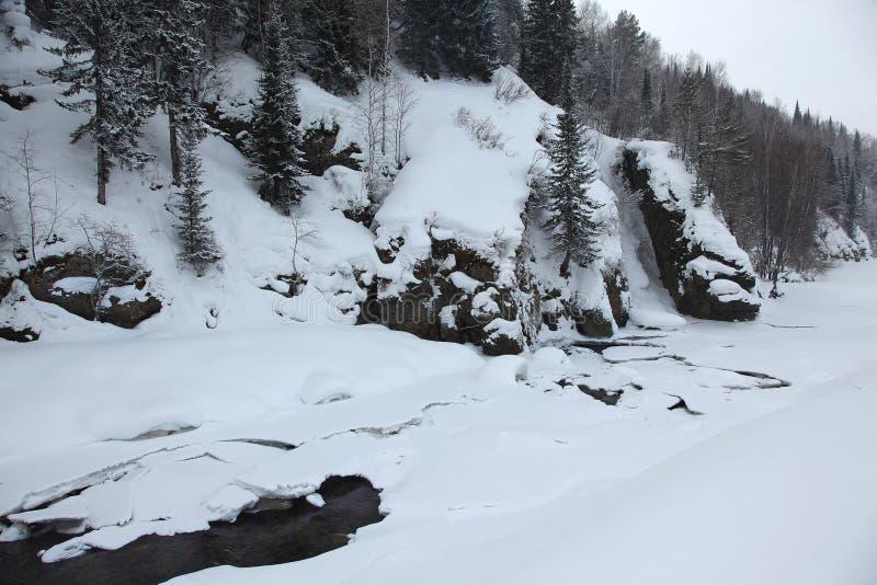 Замороженное река в горах Altai стоковые фото