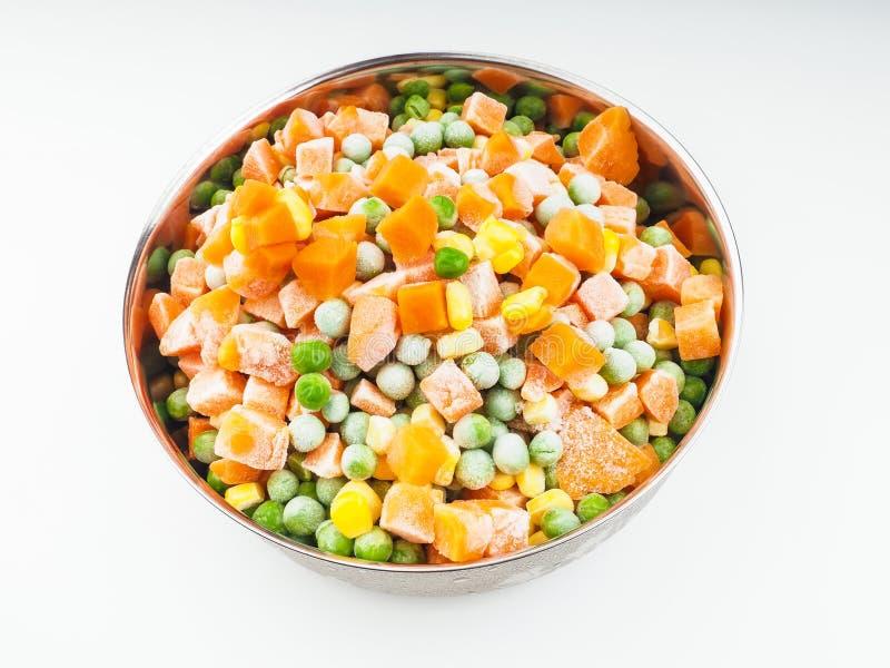 Замороженные овощи в стальном шаре стоковые фотографии rf