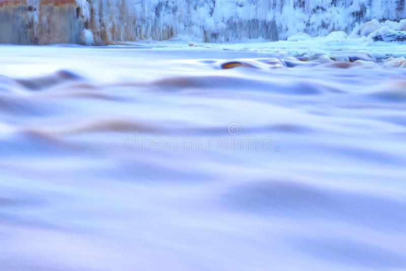 Замороженный водопад r E стоковые фотографии rf
