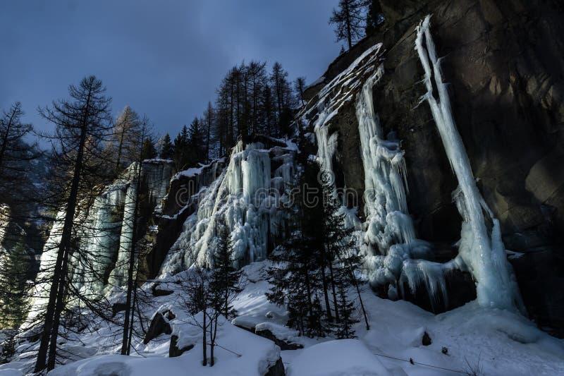 замороженный водопад стоковое фото rf