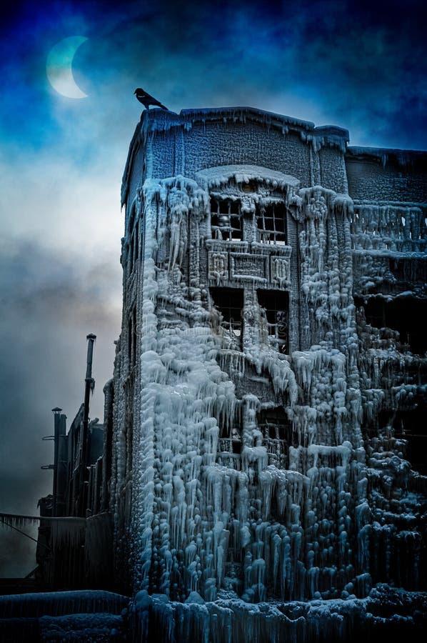 Замороженный городской замок: Сюрреалистская концепция фантазии стоковое изображение rf