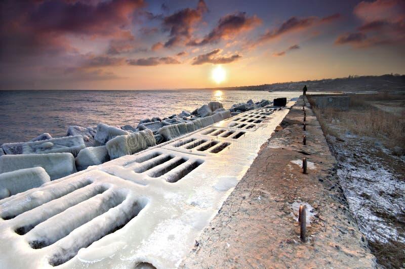 замороженный заход солнца пристани стоковые изображения rf