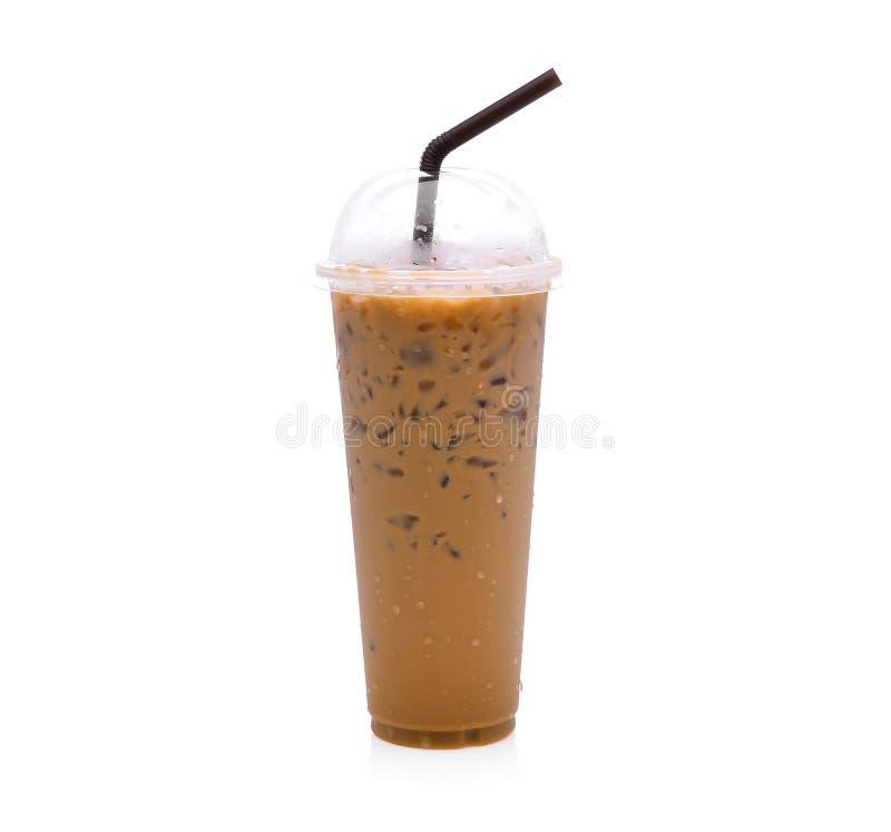 Замороженный кофе в пластичной чашке изолированной на белизне стоковое фото rf