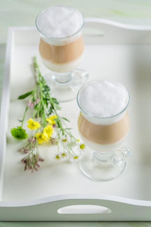 Замороженный кофе с взбитыми сливк и шоколадом стоковая фотография