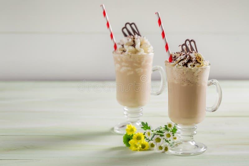 Замороженный кофе с шоколадом и взбитой сливк стоковые изображения