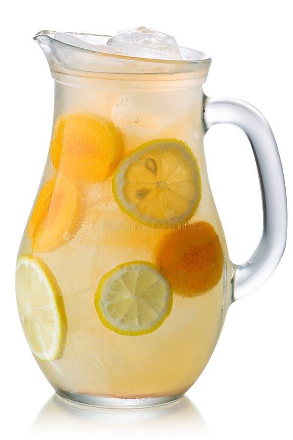 Замороженный кувшин лимонада абрикоса изолировал, пути стоковые изображения rf