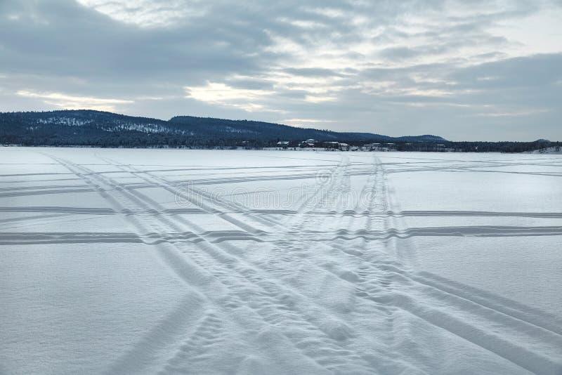 замороженный ландшафт озера стоковая фотография