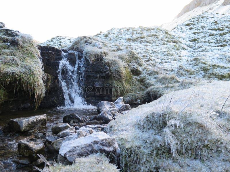 Замороженный поток горных склонов, Sligo Ирландия стоковое фото rf