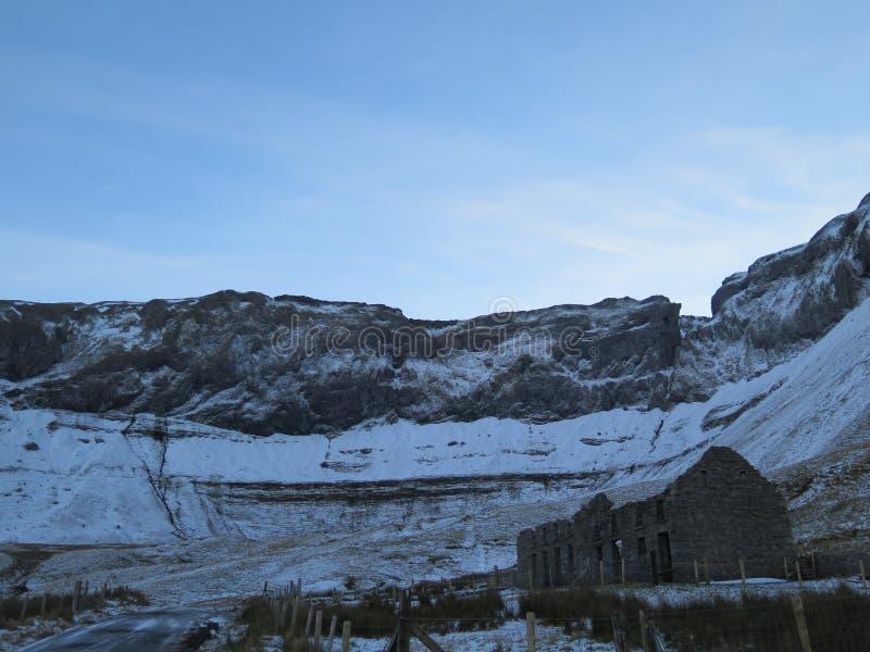 Замороженный поток горных склонов, Sligo Ирландия стоковые фото