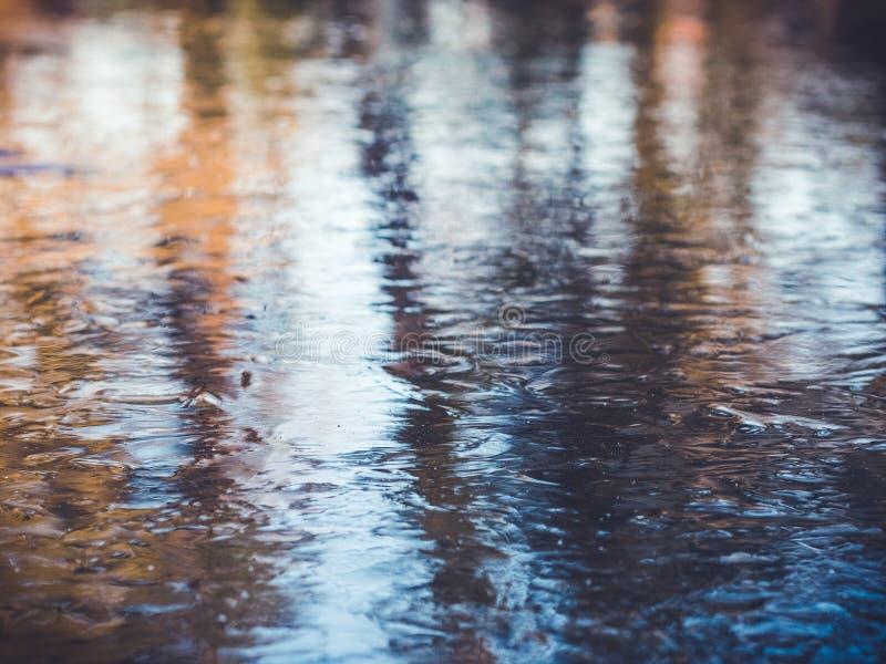 Замороженный пруд, красочная предпосылка льда стоковые изображения rf