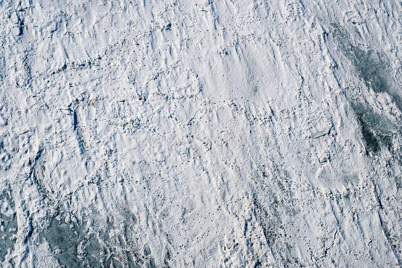 Замороженный снег над полем ледников стоковые изображения rf