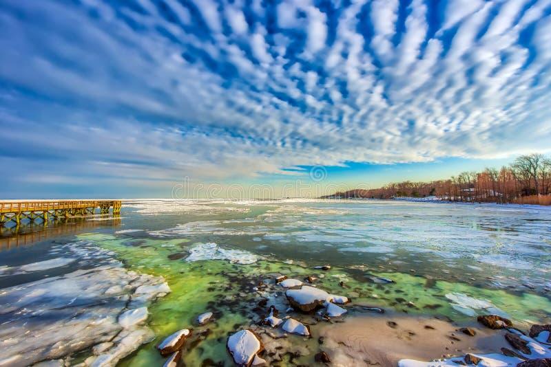 Замороженный чесапикский залив во время последней осени стоковые фото