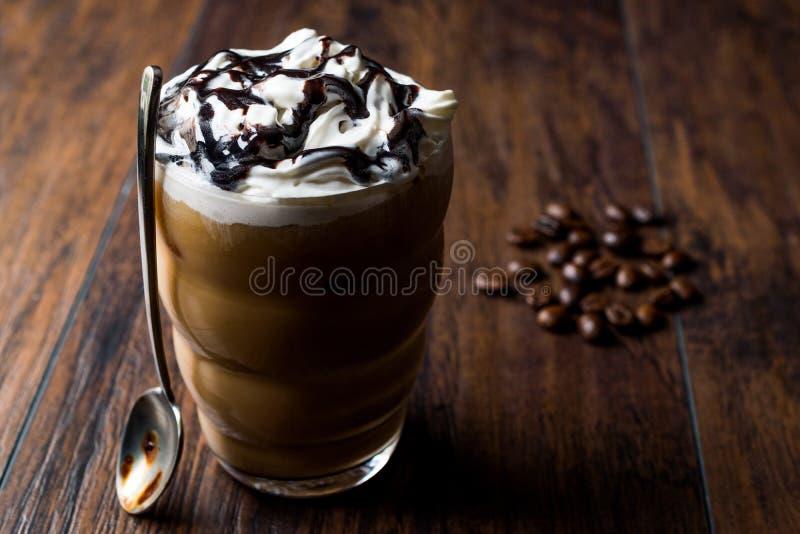 Замороженный шоколад кофе с взбитой сливк стоковое изображение