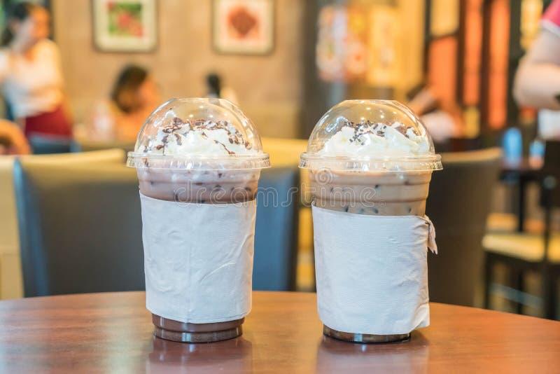 Замороженный шоколад и замороженный кофе с взбитой сливк стоковое фото