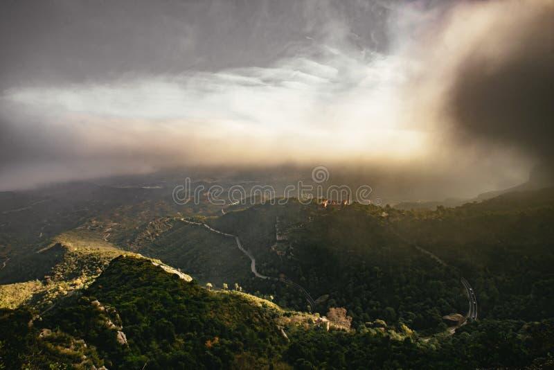 Замотка перевала через крутые долины стоковая фотография rf