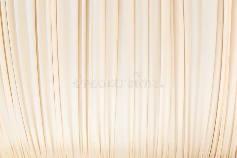 Занавес ткани в пастельном желтом цвете стоковая фотография