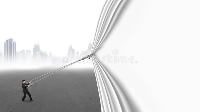 Занавес тяги бизнесмена открытый пустой покрывая серый городской пейзаж стоковые изображения