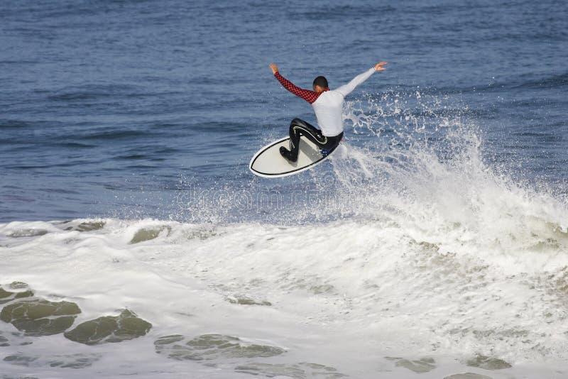 заниматься серфингом стоковая фотография rf