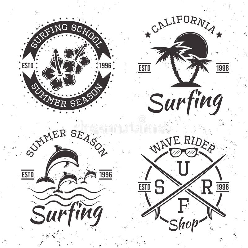 Занимаясь серфингом комплект 4 черных эмблем года сбора винограда вектора иллюстрация штока