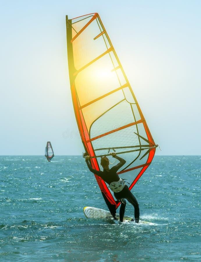 Занимаясь серфингом лето моря потехи стоковые фотографии rf