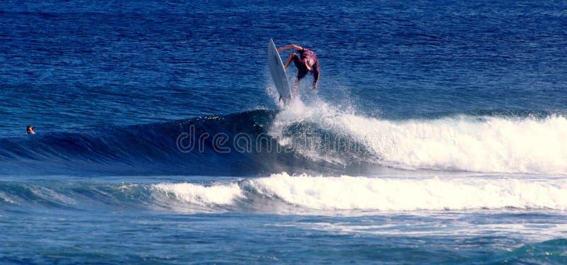 Занимаясь серфингом Самоа стоковые изображения