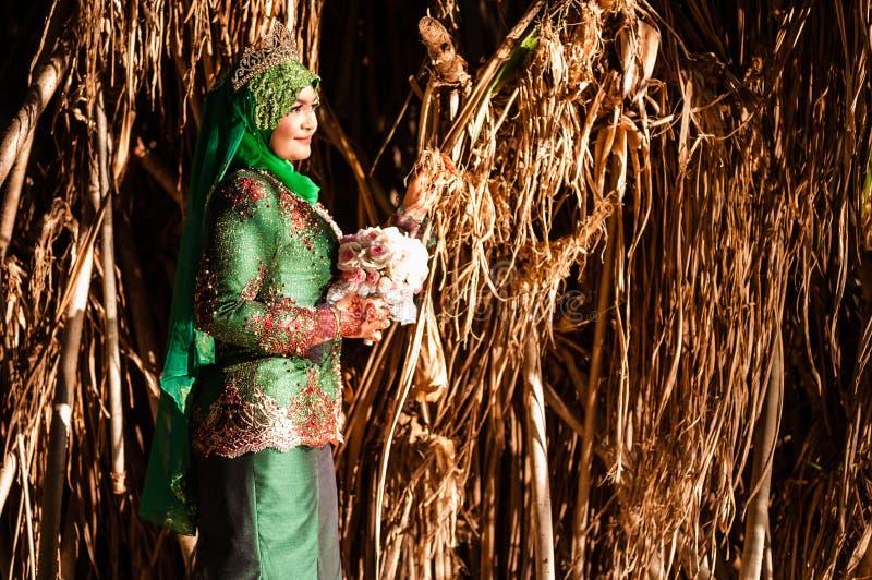 Заново wedded представлять невесты