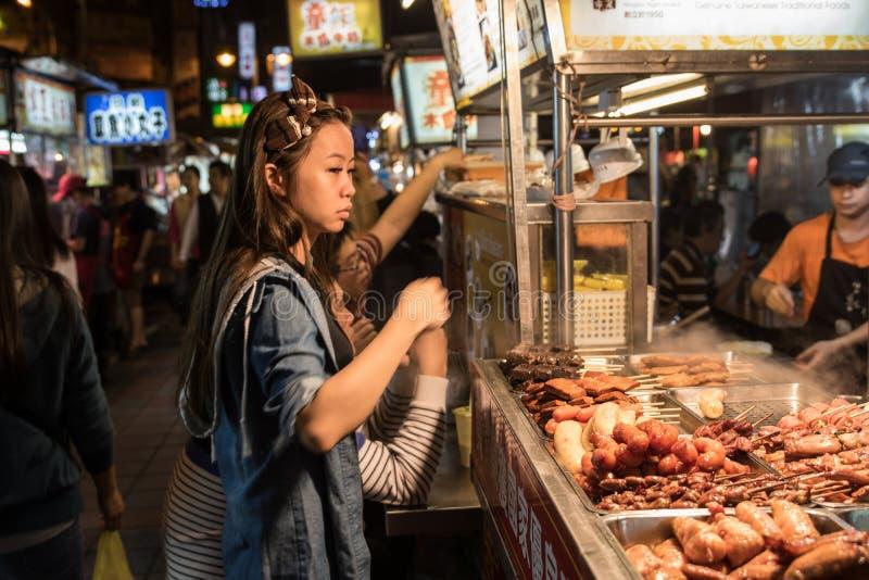 Занятая ночная жизнь Тайбэя стоковая фотография