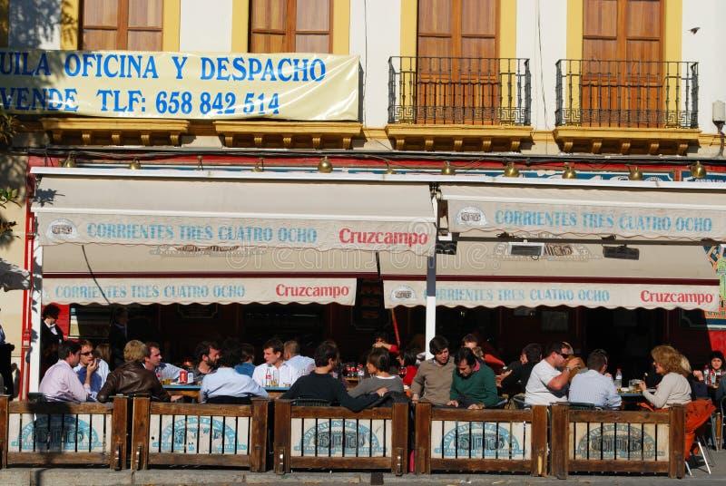 Занятое кафе центра города, Севилья, Испания стоковое фото rf