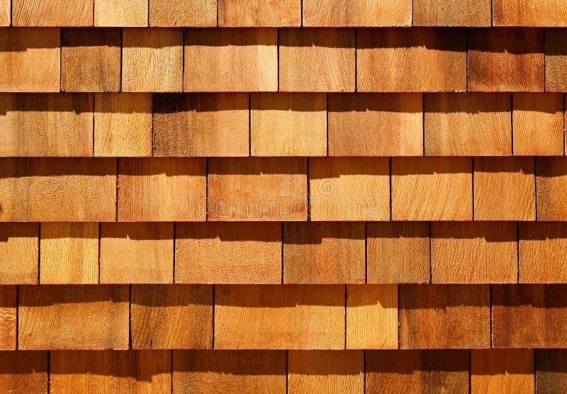 Западные гонт красного кедра деревянные как siding стены стоковые фото