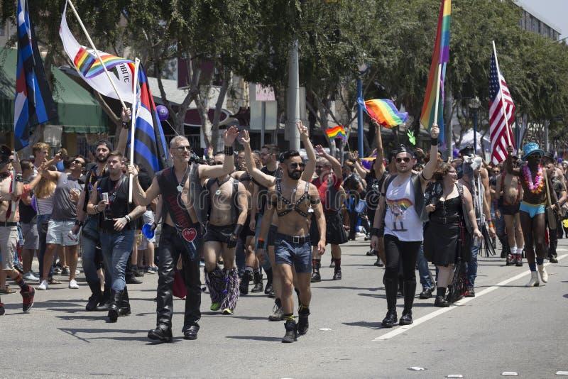 Западный Голливуд, Лос-Анджелес, Калифорния, США, 14-ое июня 2015, 40th ежегодный парад гей-парада для общины LGBT, вниз Санта-Мо стоковая фотография rf