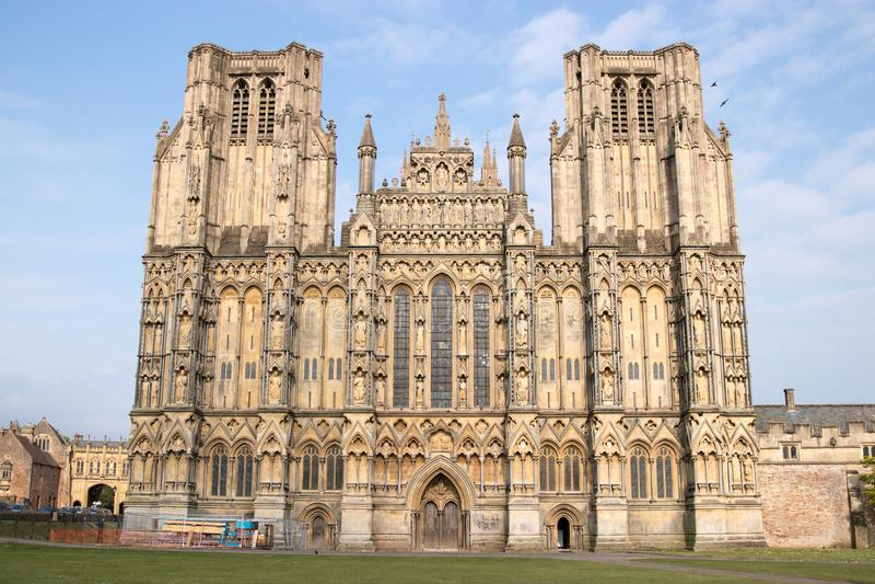 Западный фронт английского собора Wells стоковые изображения