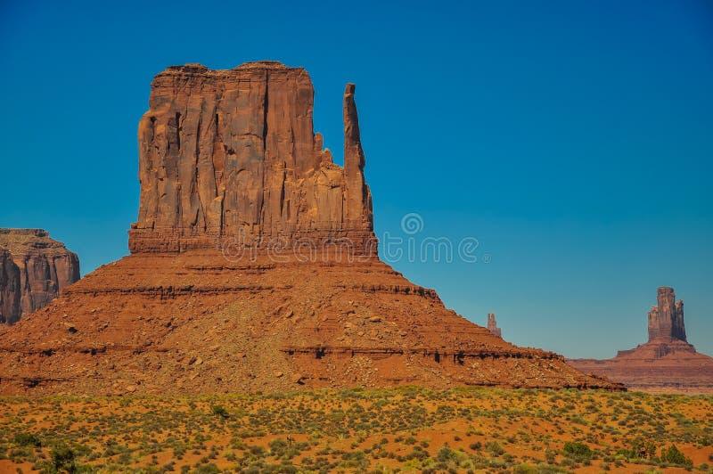 Западный Butte Mitten, горная порода, в иконической долине памятника стоковые фотографии rf