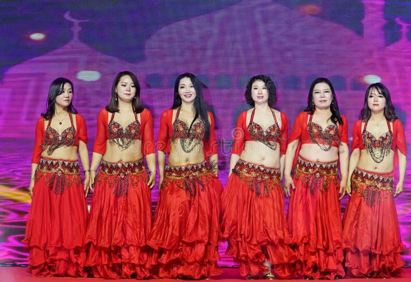 Запальчиво танец девушк-живота Турции стоковое фото rf
