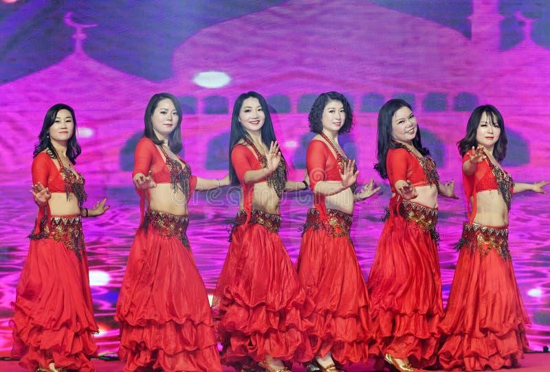 Запальчиво танец девушк-живота Турции стоковые изображения rf