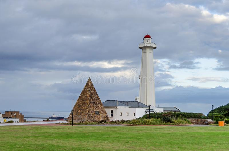 Запас, пирамида и маяк Donkin в Port Elizabeth, Южной Африке стоковое изображение rf