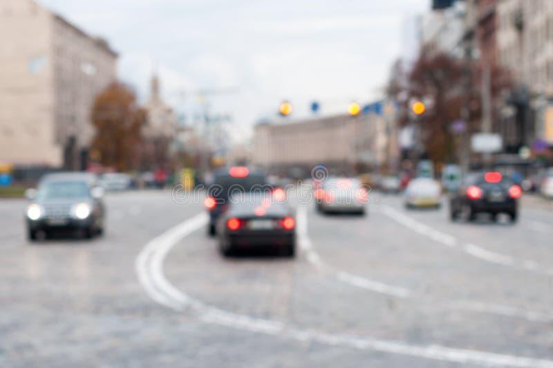 Запачканная дорога города с светлым движением Урбанско стоковая фотография