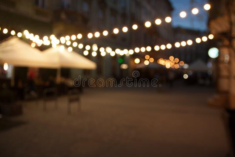 Запачканная предпосылка улицы города ночи пустая с bokeh стоковые изображения