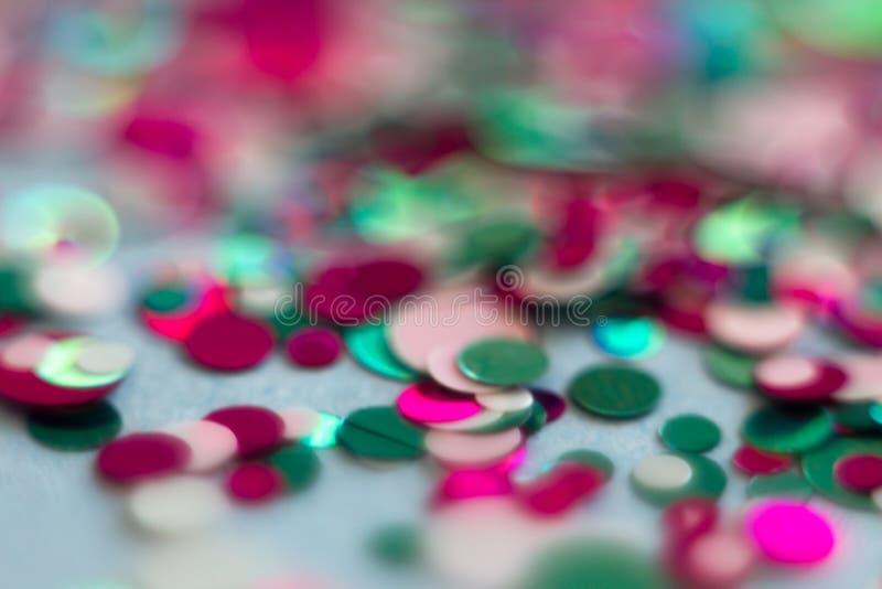 Запачканные круглые света bokeh красной и голубой предпосылки для праздновать партию рождества и Нового Года вечером Красочное bo стоковая фотография
