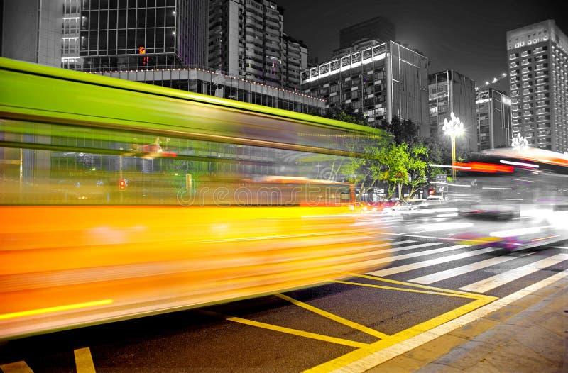 запачканные тропки светлой скорости шины высокие стоковые фотографии rf