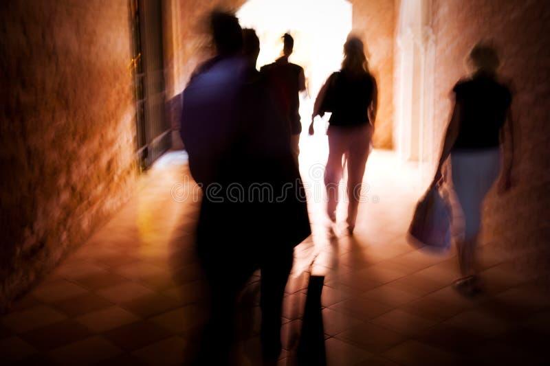 запачканный гулять людей движения стоковое изображение rf