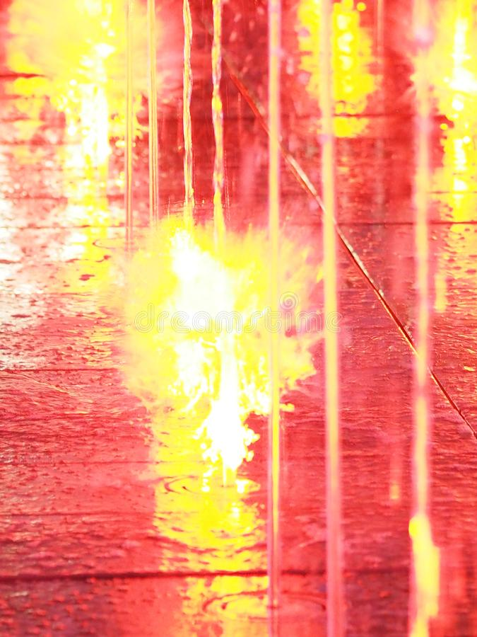 Запачканный света красного цвета фонтана для влияния предпосылки абстрактного бесплатная иллюстрация