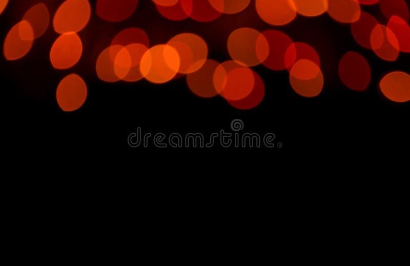 Запачканный, Bokeh, Defocused свет красного цвета в темноте, для абстрактной предпосылки с открытым космосом для дизайна и текста стоковая фотография rf