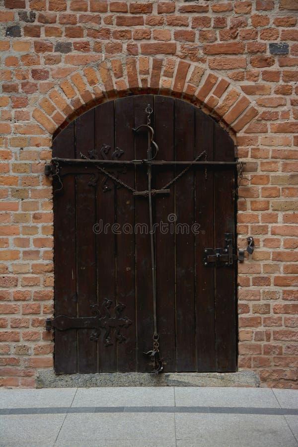 Запертый старый вход двери стоковое фото