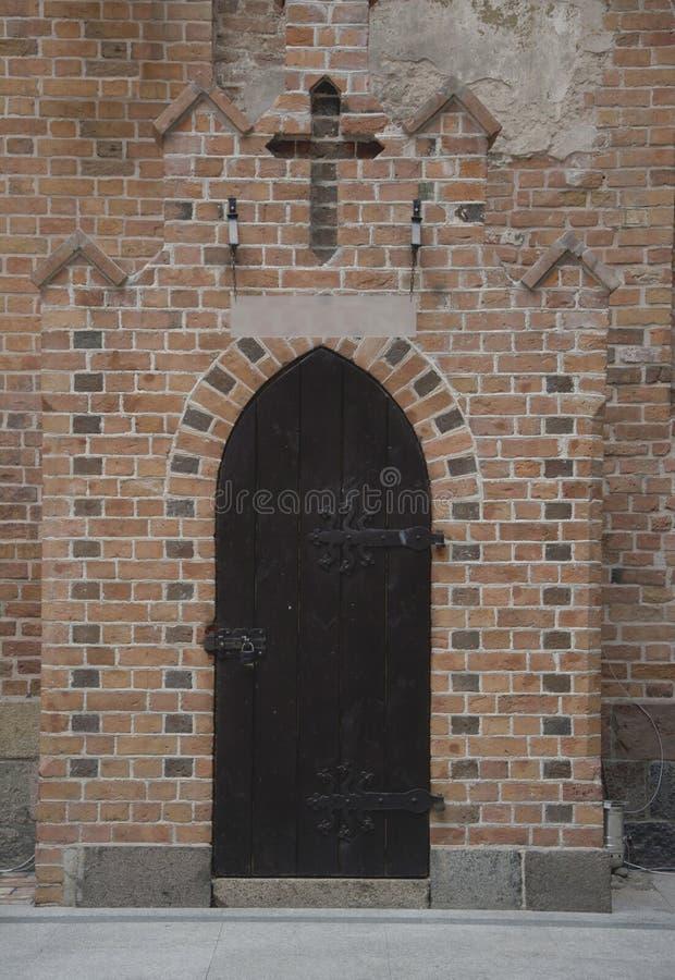 Запертый старый вход двери стоковое изображение