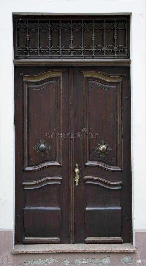 Запертый старый вход двери стоковая фотография rf