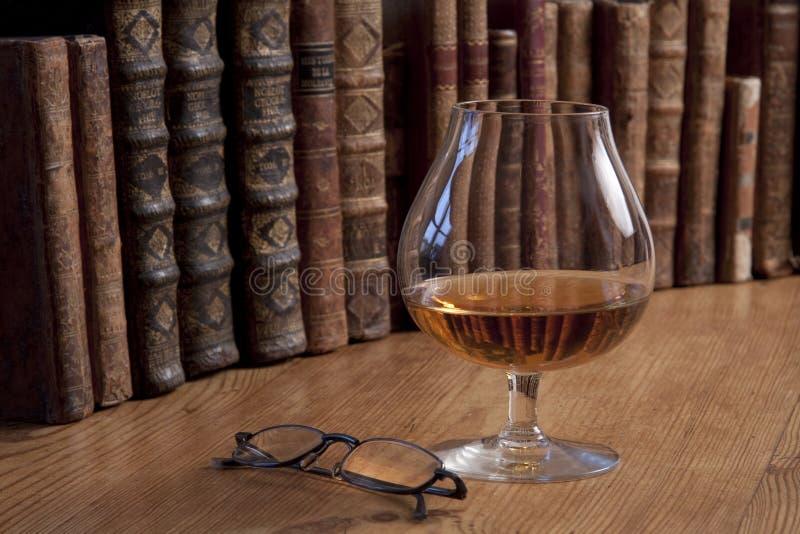 записывает сбор винограда стекла конгяка стоковые фотографии rf