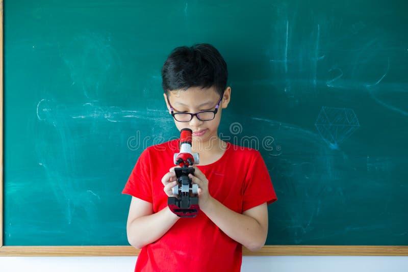 записывает старую принципиальной схемы изолированная образованием стоковая фотография rf